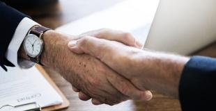Faut-il passer par un courtier pour un meilleur rachat de crédit ?