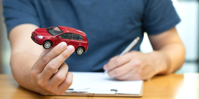 Changer d'assurance auto : faut-il résilier avant de re-souscrire ou l'inverse ?