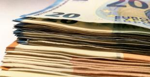 Rachat de crédit le moins cher : quel établissement le propose ?