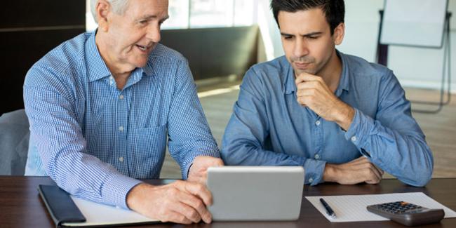 Peut-on travailler et toucher un salaire tout en étant à la retraite ?